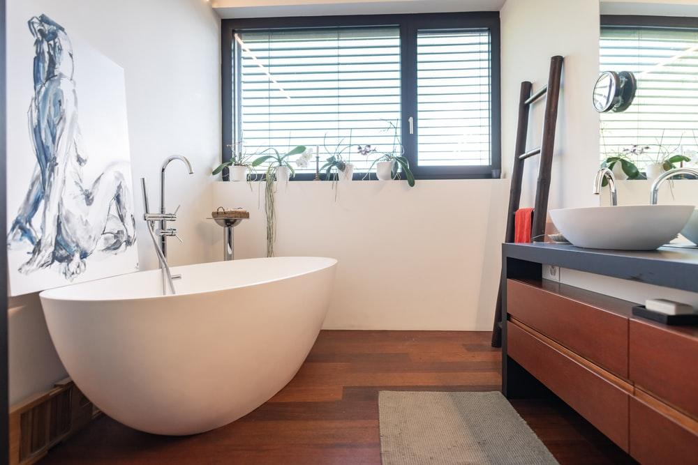 white bath tub near window