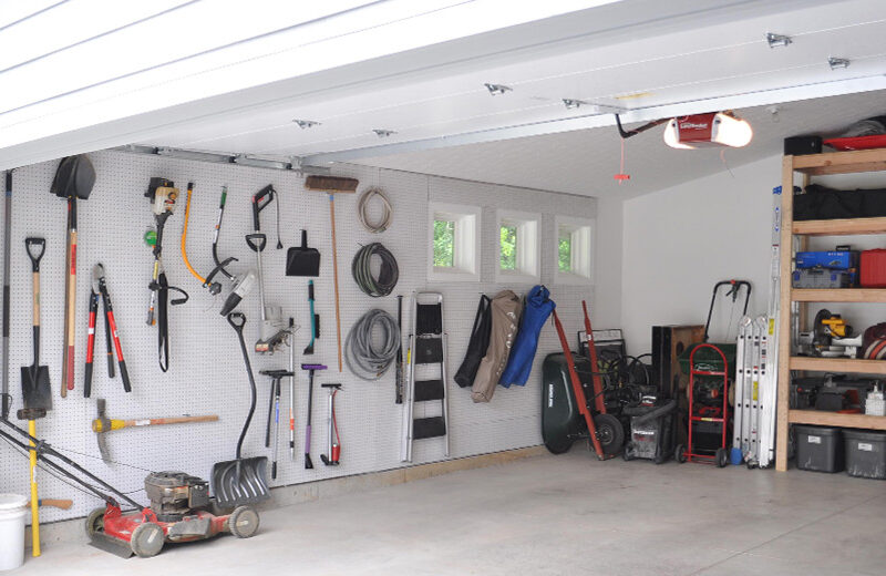 Five Tips for Decluttering Your Garage
